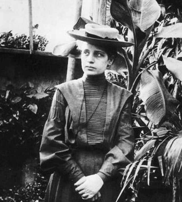 This image has an empty alt attribute; its file name is 640px-Lise_Meitner12crop.jpeg